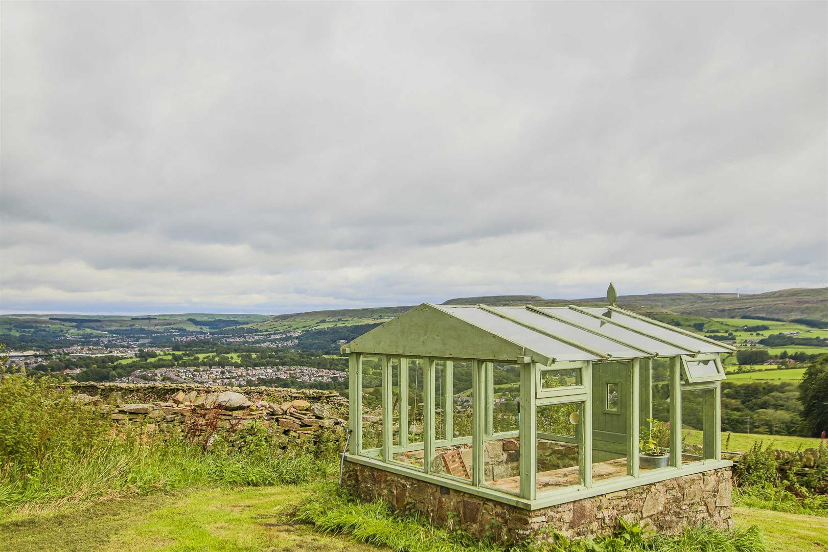 4 Bedroom Semi-detached House For Sale - Image 13